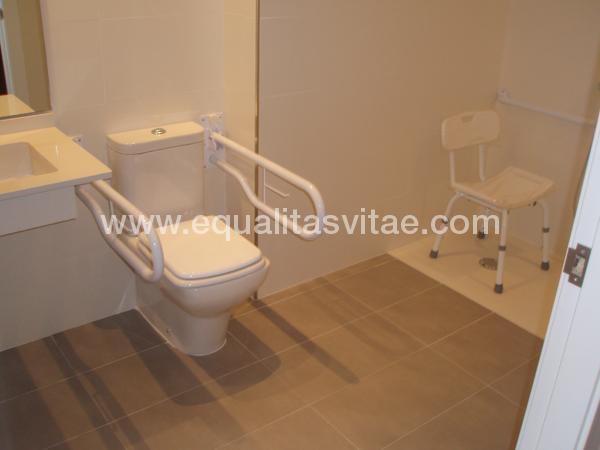 Baños Adaptados Para Personas Con Discapacidad:Para ver la información de accesibilidad y otros servicios de HOTEL