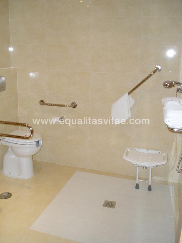 Dimensiones Baño Adaptado Minusvalidos:Para ver la información de accesibilidad y otros servicios de HOTEL