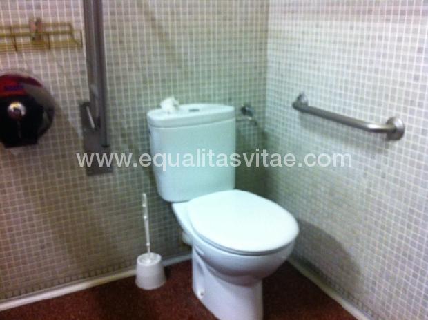 Baños Adaptados Para Personas Con Discapacidad:Para ver la información de accesibilidad y otros servicios de