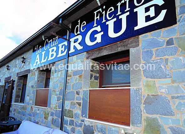 imagen principal de ALBERGUE CRUZ DE FIERRO