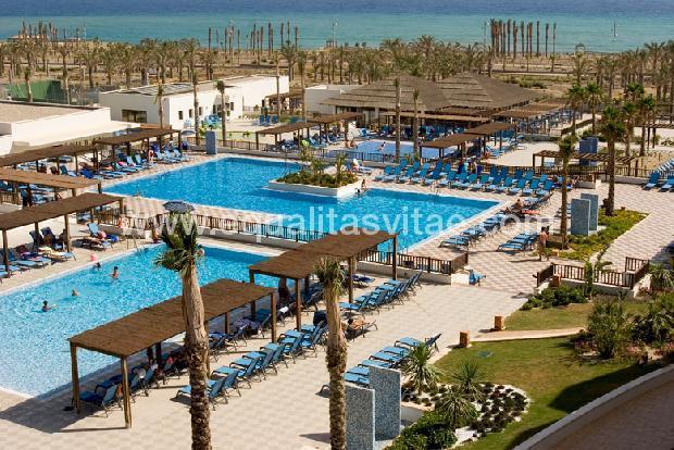 Hotel barcel cabo de gata barcelo hoteles recomendado for Hoteles con piscina en almeria