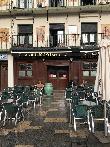 imagen de Vista exterior de la cervecería Gilligans de Tudela. Entrada accesible.