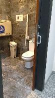 imagen de Entrada accesible al baño adaptado.
