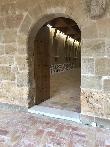imagen de Escalón de unos 7 cn de altura de acceso al claustro