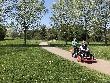 imagen de Vista general de usuario de silla de ruedas con bicicleta adaptada asisitida