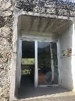 imagen de Entrada al centro de recepción de la Cuevona de Avín.