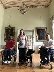imagen de Personas con distintas discapacidades visitando la Villa de Ludwigshöhe.