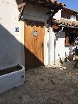 imagen de Entrada al baño adaptado, situado en el exterior del Restaurante Bistro Alcudia.