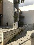 imagen de Rampa para acceder a una meseta previa a la entrada a la Cafetería del Centro Social de Cocentaina, Alicante.