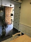 imagen de Puerta acristalada para acceso a comedor, Restaurante Pilarrenea, Idiazábal, Guipúzcoa.