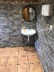 imagen de Zona lavabo, permite acercamiento frontal en silla de ruedas.  Restaurante El Trasgu de Foncebadón.