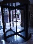 imagen de Puerta giratoria manual. Albergue Entresueños, Logroño.