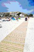 imagen de Pasarela de acceso personas con discapacidad en Playa de Alcudia. Mallorca