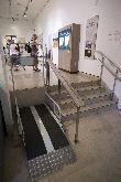 imagen de Salva escaleras accesible. Elevador en las salas expositivas © Museo de Altamira