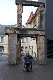 imagen de Escultura de silla a la entrada a Bauhaus