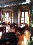 imagen de Una de las zonas de la cafetería en piso superior