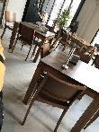 imagen de Mesas con zócalo que pueden limitar el acceso frontal con silla de ruedas