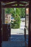 imagen de Puerta de entrada al hostal. Foto http://www.hostallossauces.es