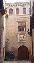 image of Vista de la fachada del palacio. Foto de Wikipedia.