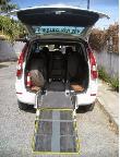 imagen de Rampa de acceso al taxi para usuario en silla de ruedas.