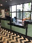 imagen de Mostrador de recepción rebajado, accesible a usuarios en silla de ruedas. Hotel Room Mate Valerira.